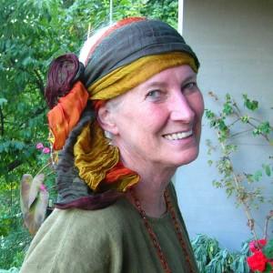 Rosadora mit fantasievollen Kopftüchern